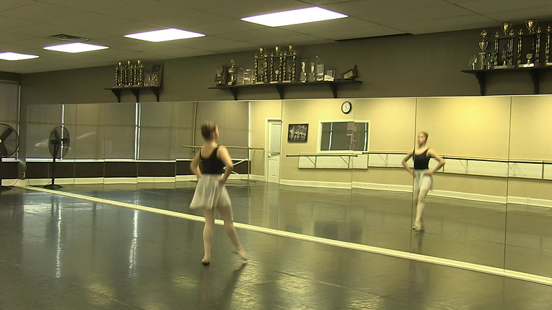 Ballet 1 - Chasse & Spring Pointes