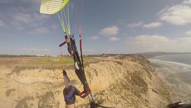 Paragliding Torrey Pines - Coming in for Landing