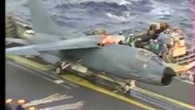 Porte Avions  Foch  Pontée au catapultage 1994