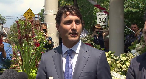 Trudeau visits Danforth shooting site, attends funeral (2)