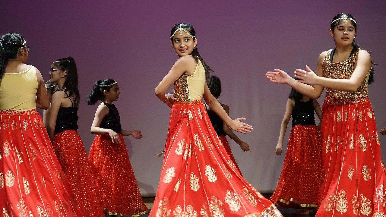 BOLLYWOOD & BHANGRA DANCE CLASSES