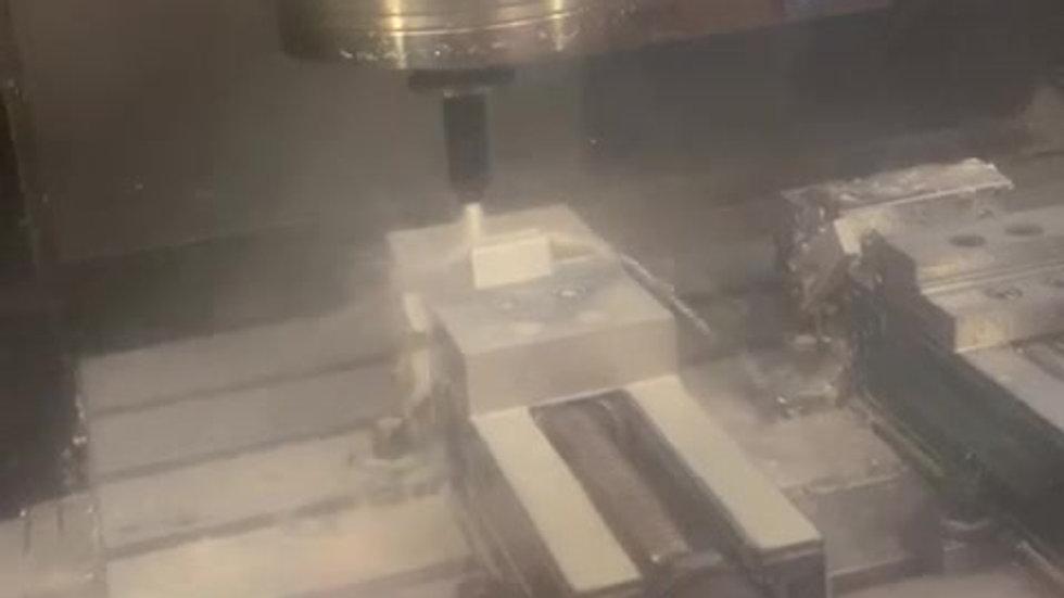 SWISS-CERA-MILL -  Bearbeitung von Aluminium 1