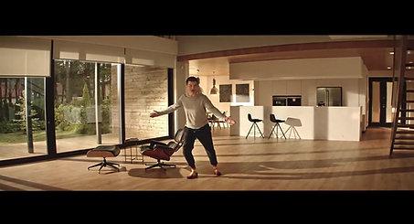 Najnowszy spot reklamowy TV SWISS KRONO- Kampania 'Jesteś u siebie' z Tomaszem Kammelem