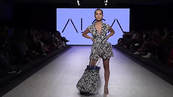 Ashley Pater walking for Alça