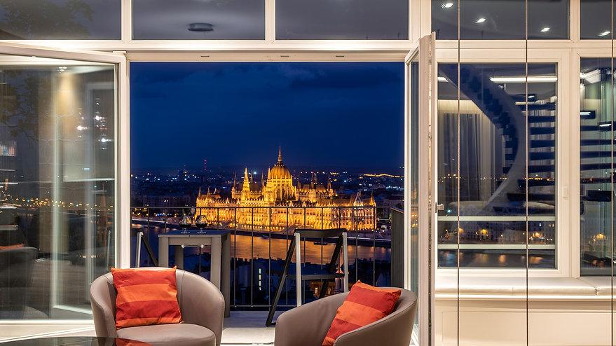 Castle Apartments - Parlaiment view