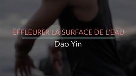 EFFLEURER LA SURFACE DE L'EAU