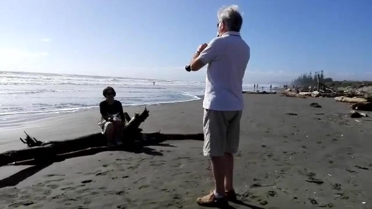 video-Stranger on the Shore