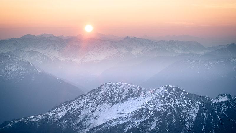 Lever de soleil sur les Pyrénées