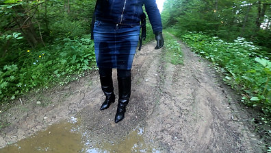 WetLook 218 Girl in leather boots and denim skirt in water