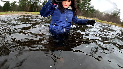 WetLook 214 Girl in a snowboard suit and rubber boots in the water