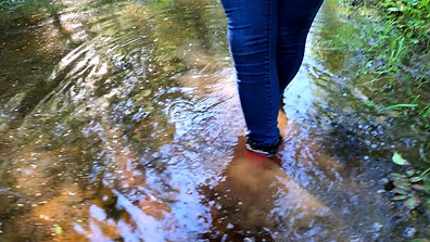 WetLook 229 Girl in jeans and rubber boots in the mud