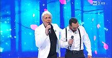 Video Roberto Blasi nella canzone pettirosso cantata in duetto con il marito Scialpi in Tv su Rai 2