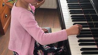 """Anne speelt het """"Japanse Liedje"""" :-) !"""