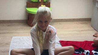 Anna Lucia Vlinder Pose :-) !