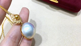 AAAA 20-21 mm Aurora Mabe Pearl Classic Pendant 18k Gold w/ Diamond