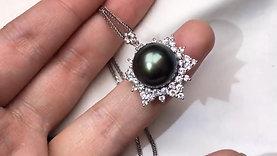 https://www.pearlvogue.com/product-page/11-12-mm-tahitian-pearl-pearl-pendant-18k-gold-w-diamond