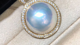 0.48ct Diamond AAAA 20-21 mm Mabe Pearl Classic Pendant 18k Gold