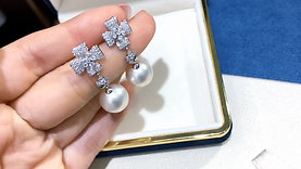 0.87 ct Diamond, AAAA 13-14 mm South Sea Pearl Luxury Bow Earrings 18k Gold