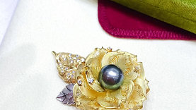 11.5mm Tahitian Pearl Pendant Brooch 18k Gold w/ Diamond - AAAA