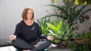 Flow Meditation - Feel calm & Safe
