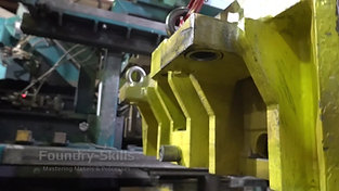 Changing process of a pattern plate of an air impulse press moulding plant