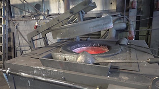 Closing the lid of a resistance furnace