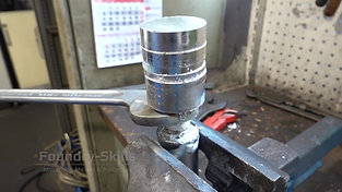 Disassembly of a plunger of a hot chamber high pressure die casting machine