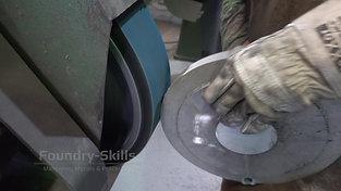 Deburring of a component on belt grinder