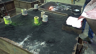 Casting of an aluminum melt in pouring tank