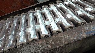 Ingot casting station for zinc