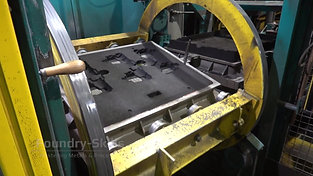 Turning process of a moulding machine