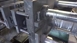 Closing a gravity die on an gravity die casting machine