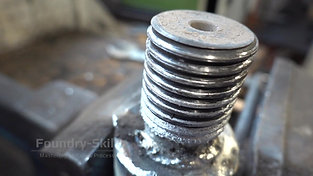 Worn thread of a plunger rod