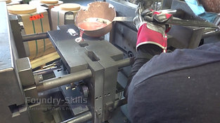 Casting on a gravity die casting machine