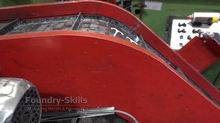 Seperator screw at conveyor belt of a hot chamber high pressure die casting machine