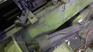 Tilting system of tilt casting machine