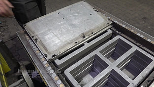 Removing the mounting plate of an air impulse press moulding machine