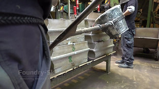 Casting with pouring ladle 2 person ladle