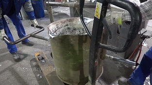 Ladle handling and emptying in furnace