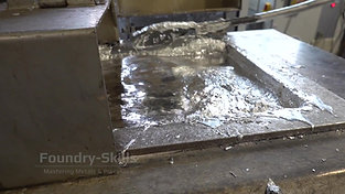 Cleaning a zinc melting furnace