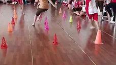 Lomba Lari Zig Zag Pindah Bendera