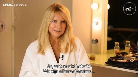 """De Nederlandse ster Linda de Mol roept jou op met haar mee te doen met #lekkerbodypositief: """"Nou, inderdaad. Ik doe het gewoon. Kan mij het schelen, hier ben ik."""" #lekkerbodypositief"""