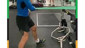فيكتور سكرتوف لاعب منتخبنا الوطني للجودو بوزن تحت 73 كغ يؤدي مرانه الأول بالصالة الرياضية في القرية الأولمبية بطوكيو
