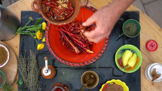 Chili Trocknung für Gewürze und Herstellung von Bio-Chorizo
