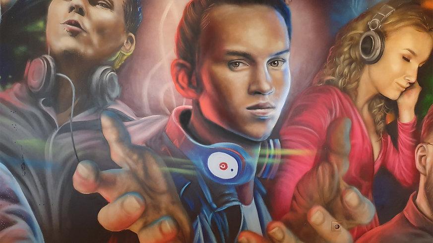 Painting Famous DJ's!