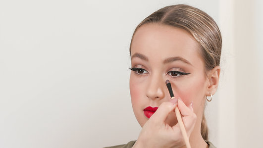 Parents Guide on How To Do Stage Makeup