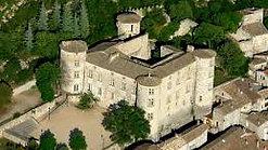 Le Château de Vogüé domine l'un des plus beaux villages de France