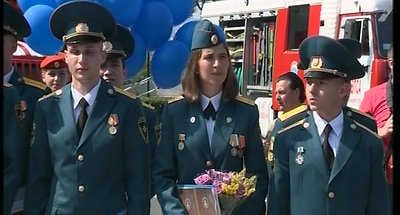 Андрей Тарасенко вручает дипломы