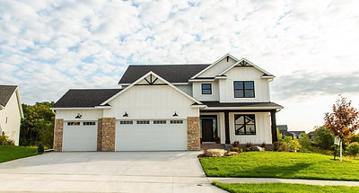 Beautiful 2 Story Maplewood Homes Model Ready For MOVE-IN (1)