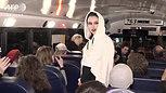 ランウエイはバスの中、NYファッションウイーク Artist makes NY fashion week debut... on a bus